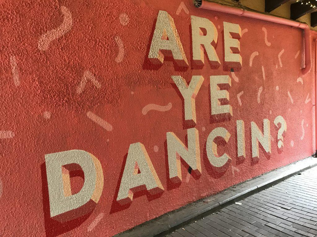 Are ye dancin street art