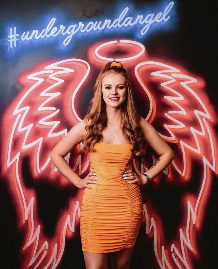 angel wings street art