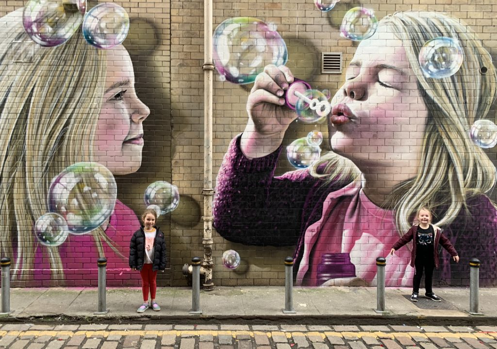 girls and bubbles mural Glasgow