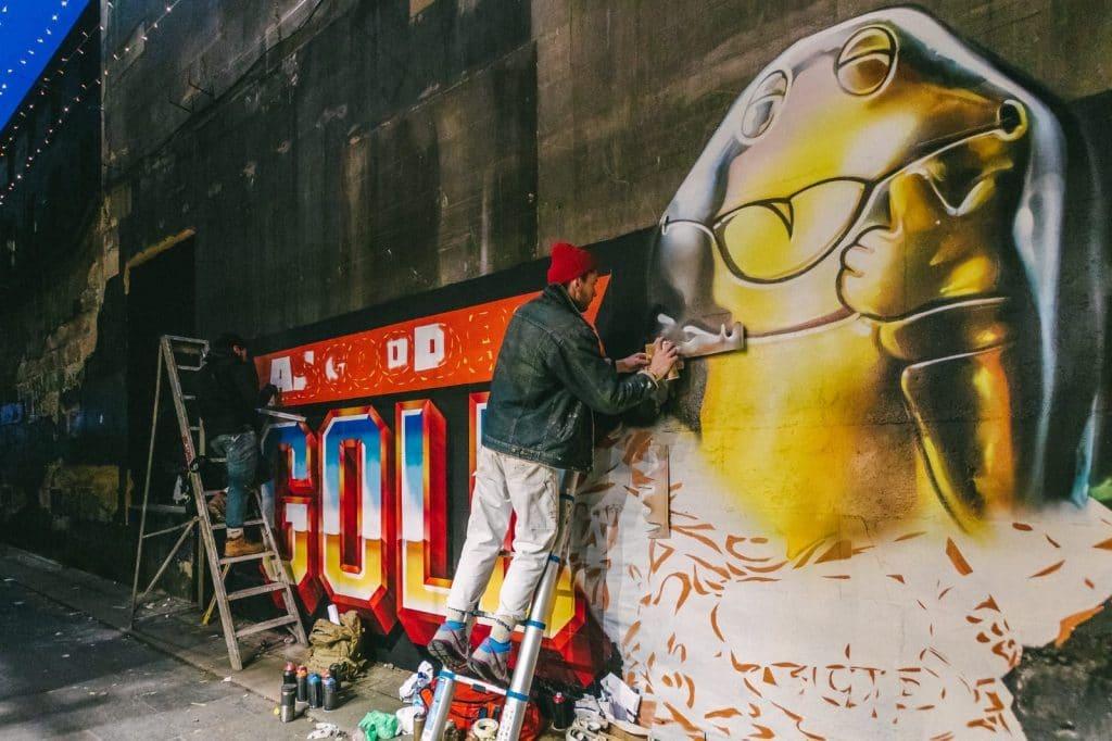 spraying gold freddo